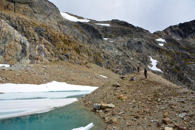 les randonneurs faces a la laguna belgica randonnee trek Ushuaia patagonie argentine