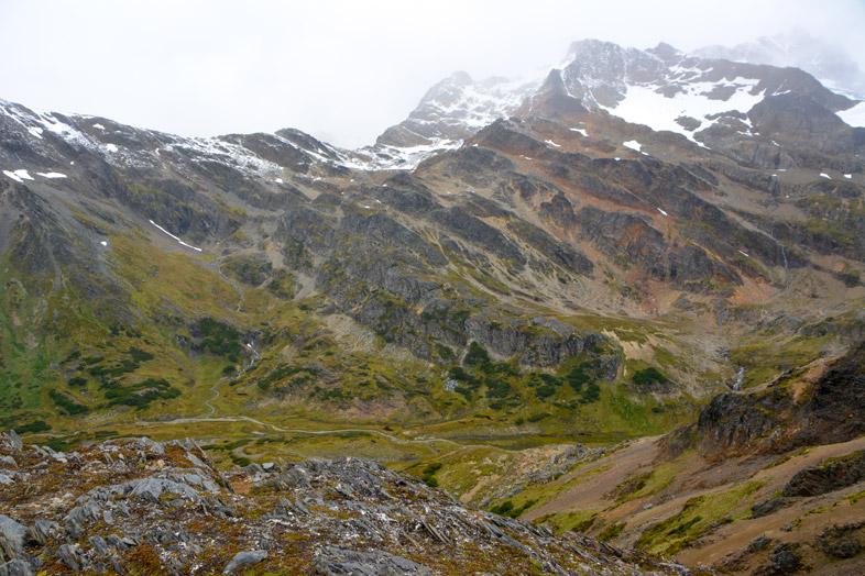 vue sur la montagne et la vallee pres de la laguna belgica randonnee trek Ushuaia patagonie argentine