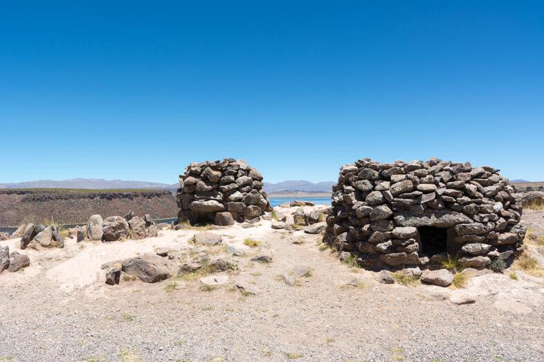 tombes ancienne preinca chullpas de sillustani nécropole site archeologique Puno Pérou