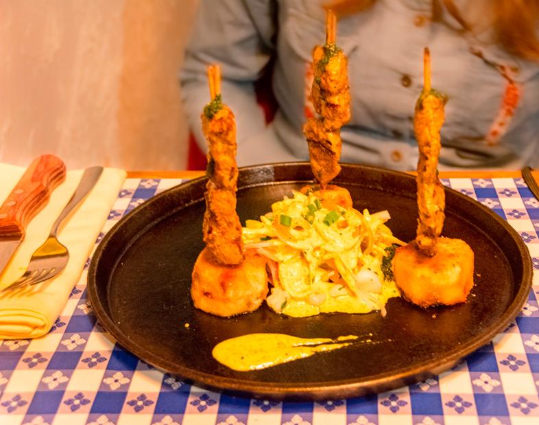 anticuchos dans le restaurant La Feria à Cusco