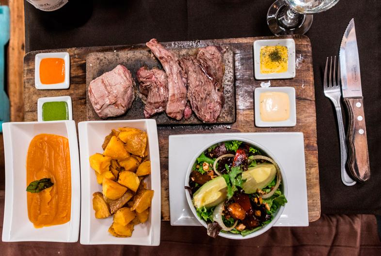 assortiment viande grillade chez Uchu le restaurant à Cusco