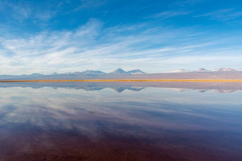 Reflet des montagnes sur la laguna tebenquiche