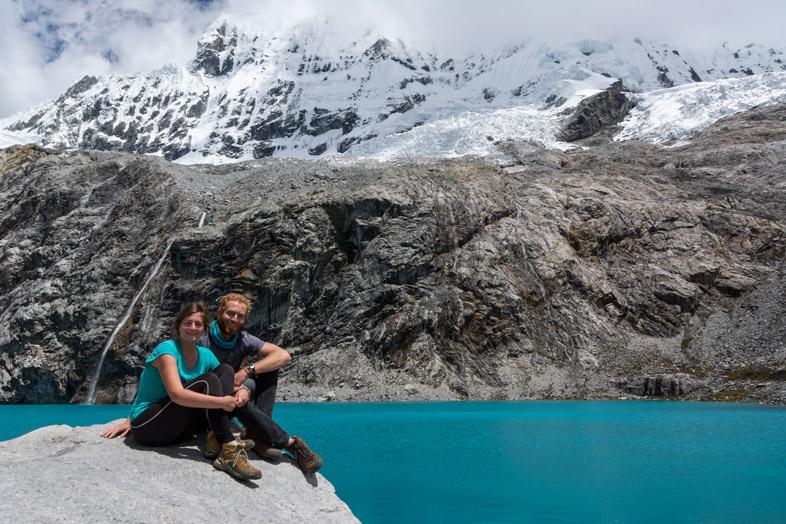 Tim et Cécilia au bord de la Laguna 69 dans le Parc Huascaran au Pérou