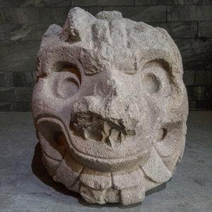 Sculpture de tête animale dans le musée de Chavin de Huantar