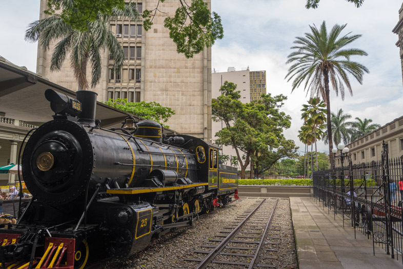 ancienne locomotive train station medellin colombie