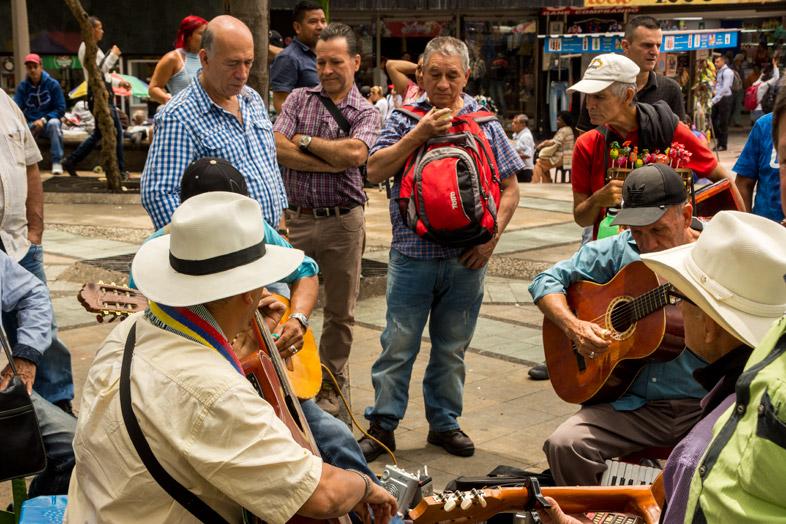 medellin place centrale colombie guitaristes musiciens