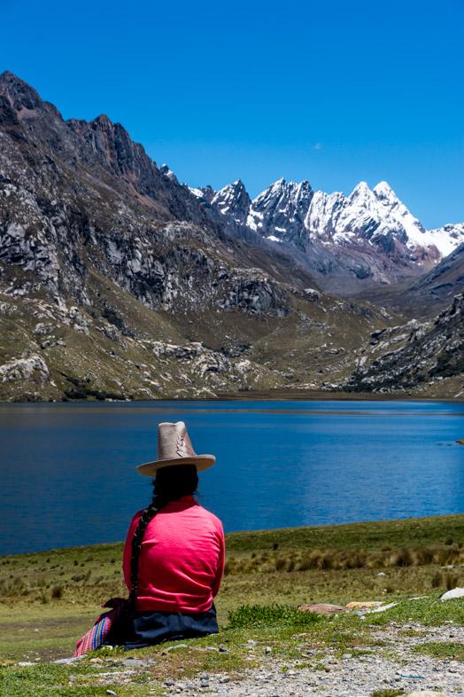 Vue sur les montagnes de la Cordillère Blanche au Pérou, des sommets enneigés, le lac bleu... C'est le Pérou ! #perou #huaraz
