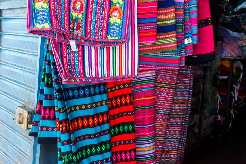 textile peruvien tissus colores huaraz perou artisanat