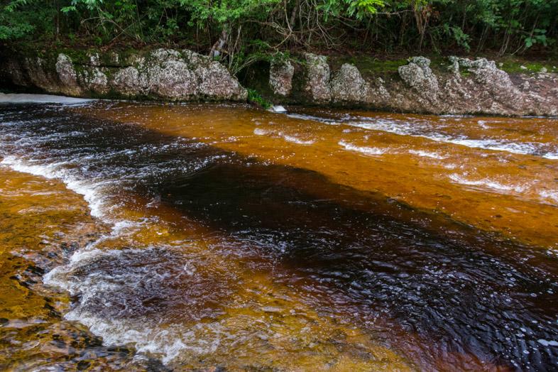 faille-trou-riviere-eau-noire-san-jose-del-guaviare-colombie
