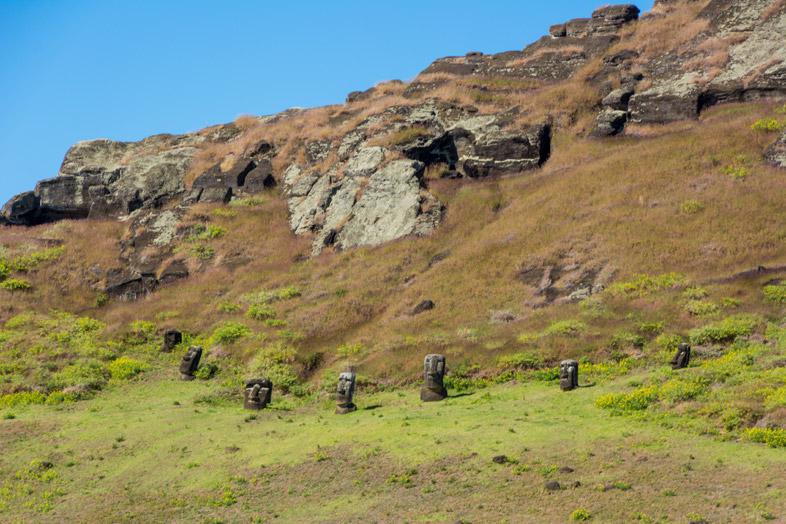 Têtes De Moaïs à L'intérieur Du Cratère Du Rano Raraku Sur L'île De Pâques