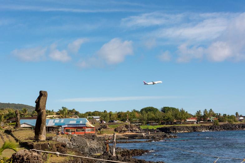 Moai Avec Avion Sur L île De Pâques