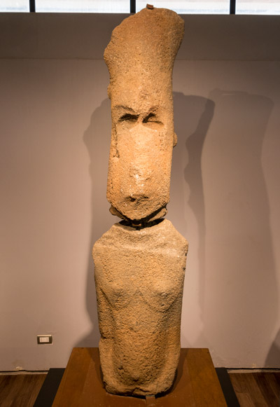 Moaï Femme Ou Extraterrestre Musée Archéologique De L île De Pâques