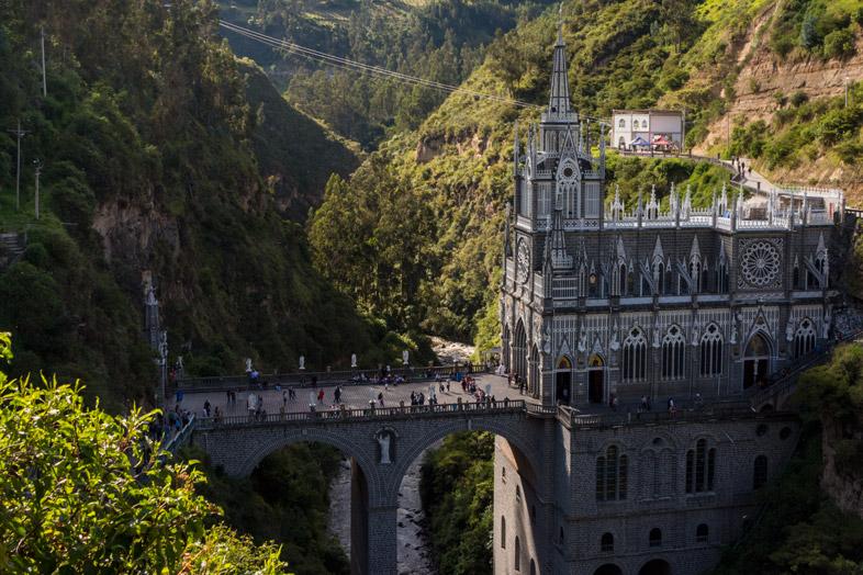 La Cathédrale De Las Lajas Dans Un Canyon à Ipiales