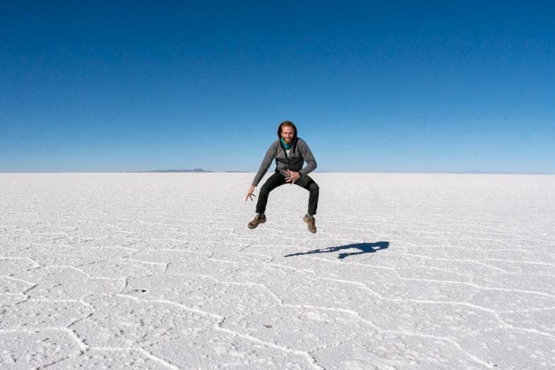 Timothée Sembler Voler Dans Le Salar De Uyuni En Bolivie Pour Cette Photo Fun