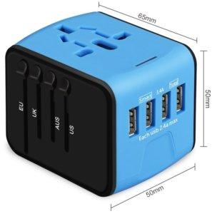 un adaptateur universel de voyage bleu et noir avec 4 prises USB