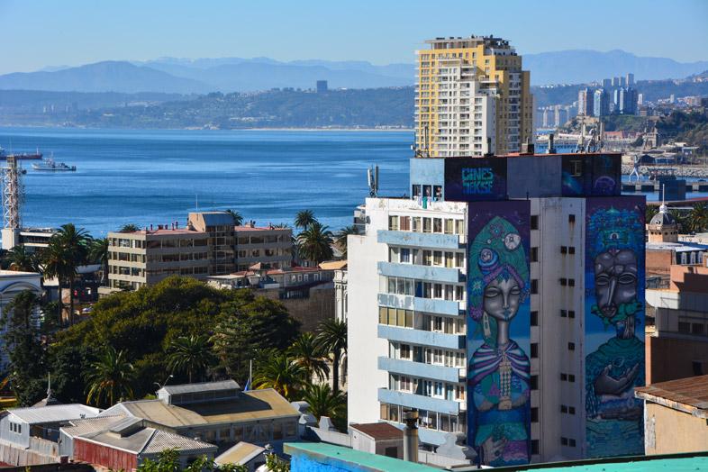 Fresque Mesurant Plus De 8 étages D'un Immeuble à Valparaiso