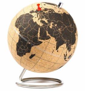 Globe Terrestre En Liège Avec épingles Rouges