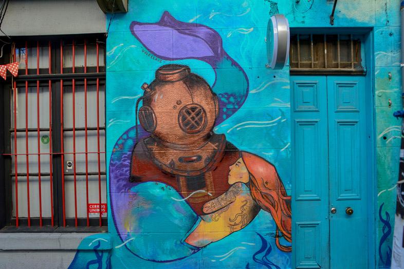 L'univers De La Mer Peint Sur Un Pan De Mur