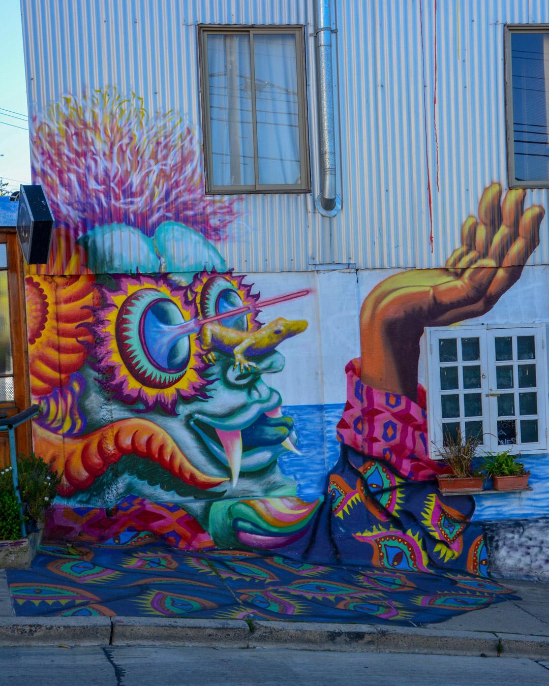 Street Art Coloré Dans Une Rue De Valparaiso