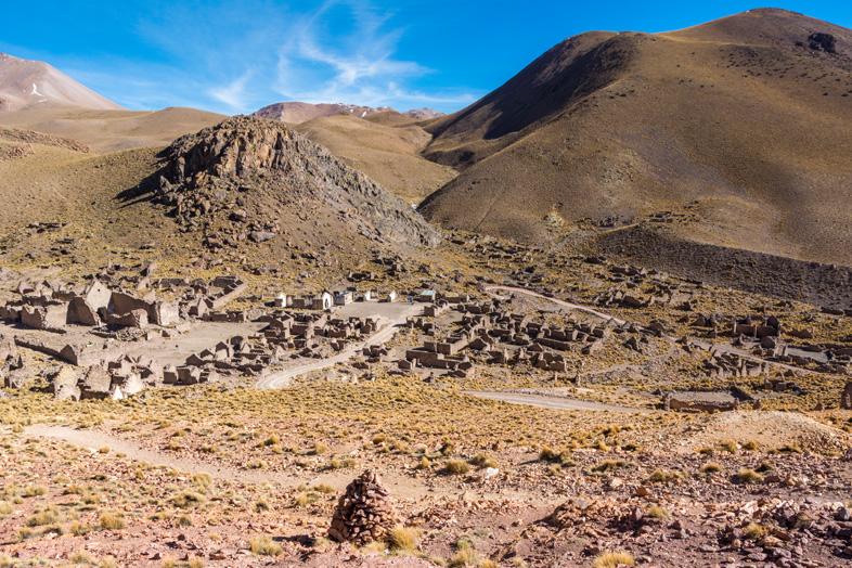 Village Fantôme Une Ancienne Mine A Plus De 4000m D'altitude En Bolivie