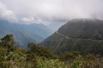 Route De La Mort En Bolivie Avec Le Precipice Postshow