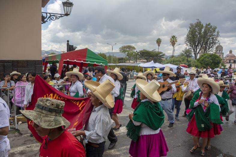 Ambiance Du Carnarval De Cajarmarca Avec Les Costumes Traditionnaux