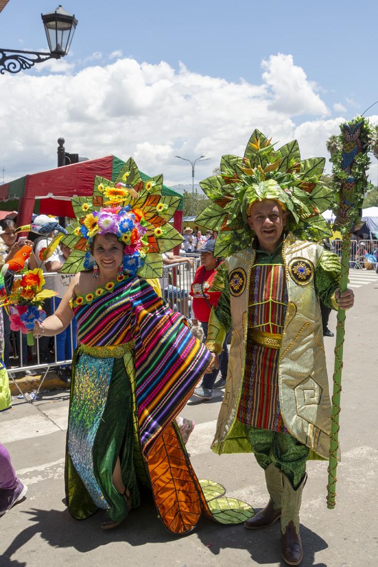 Couple Au Déguisement Tres Fleuris à Cajamarca