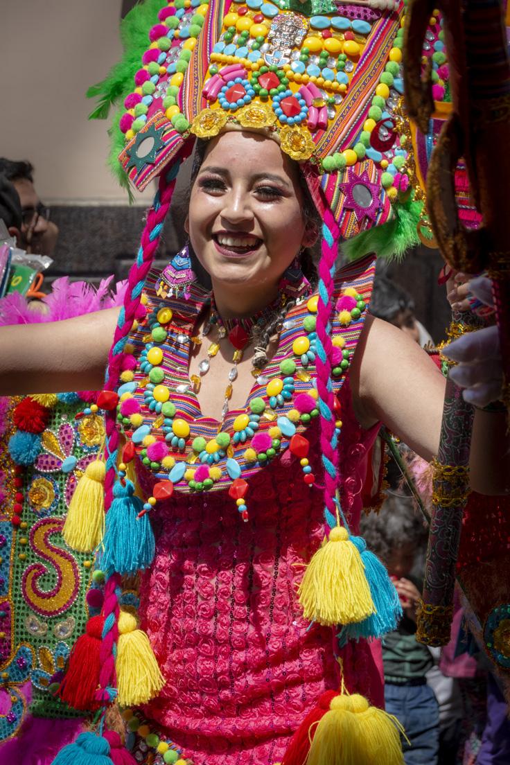 Portrait D'une Femme Dansant Au Carnaval