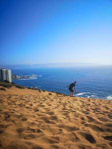 Pierre Qui Fait Du Sandboarding à Concón