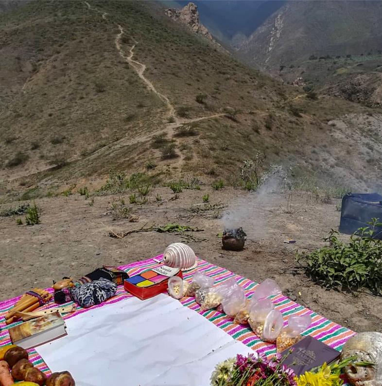 Ceremonie Entre Volontaires Dans La Cordillere Des Andes