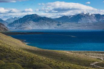 Lac Posadas En Argentine Avec La Cordillère Des Andes Au Fond