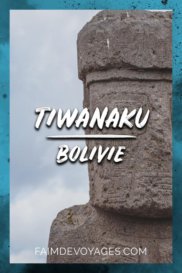 statue du prêtre dans le site archéologique de Tiwanaku en Bolivie