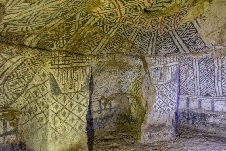 Hypogée De L'alto De Segovia Avec Peintures Et Sculptures Sur Les Colonnes à Tierradentro
