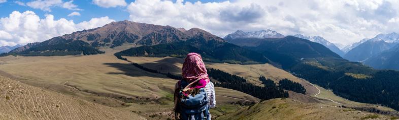 Vue Des Plaines Derrière Les Montagnes De Karakol Au Kyrgystan